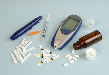 Methods of treatment of diabetes and control blood glucose levels in the blood