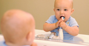 To clean the child's teeth - how to brush and when to start