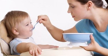 The first cereal - when to start giving baby porridge