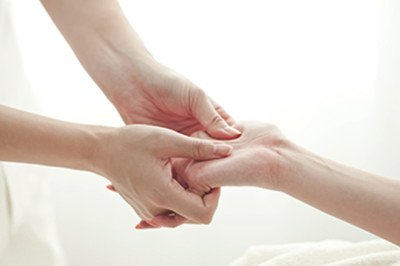 How to recover the hand after breaking a bone