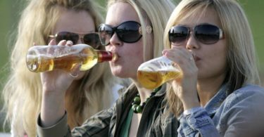 Female Alcoholism - Signs and Symptoms